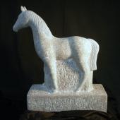 Pferd aus Lunel Kalkstein