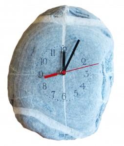Bachkiesel-Uhr